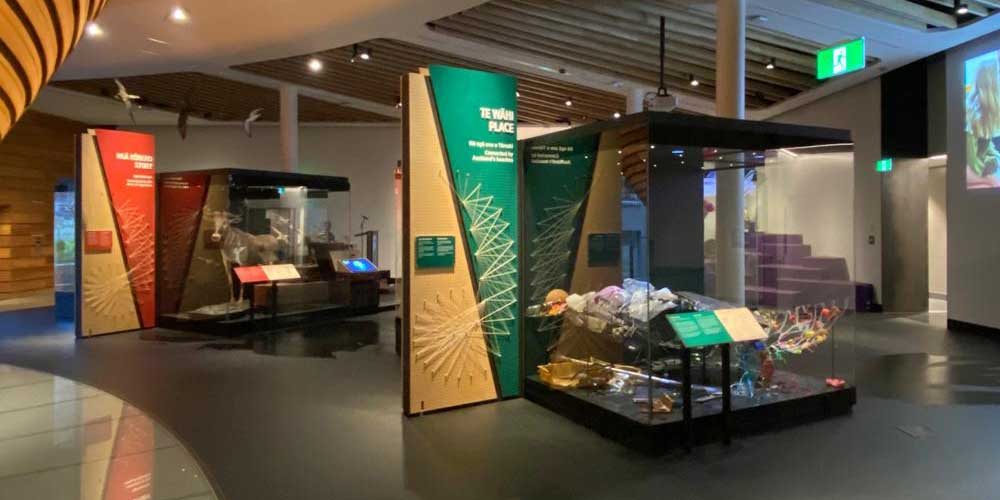 European_museum_technology_Auckland_war_museum_showcases_2